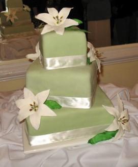 white lily green ribbon Cake wedding
